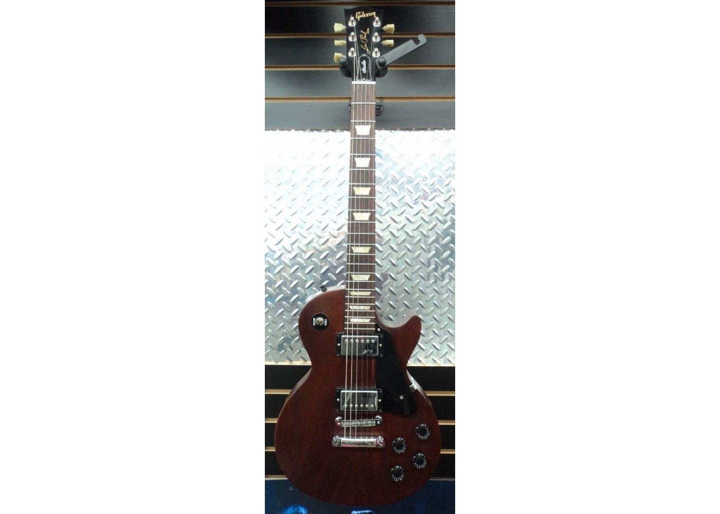 2008 gibson les paul studio in faded cherry finish with gibson hardshell case. Black Bedroom Furniture Sets. Home Design Ideas