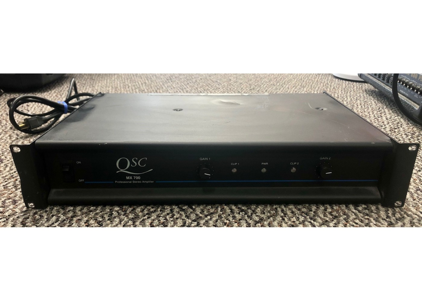 qsc mx700 2 channel professional stereo power amplifier. Black Bedroom Furniture Sets. Home Design Ideas